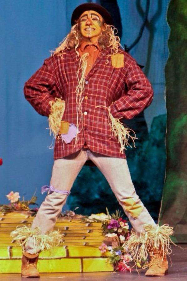 Smith as the Scarecrow in